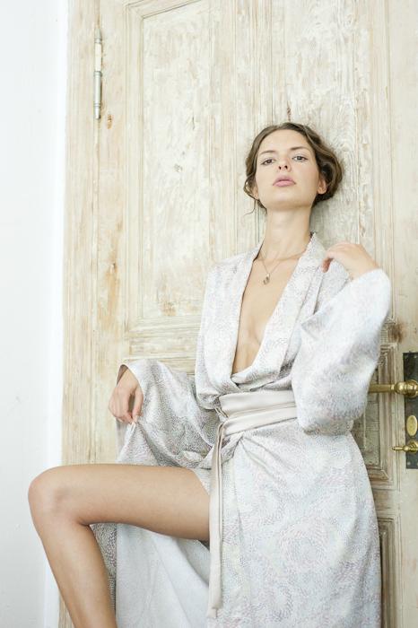 Julia Rossi Seiden-Kimonos, Model Line Beckmann